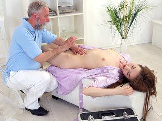 This elderly heads youthfull masseur knew where to  to make Sandra insane